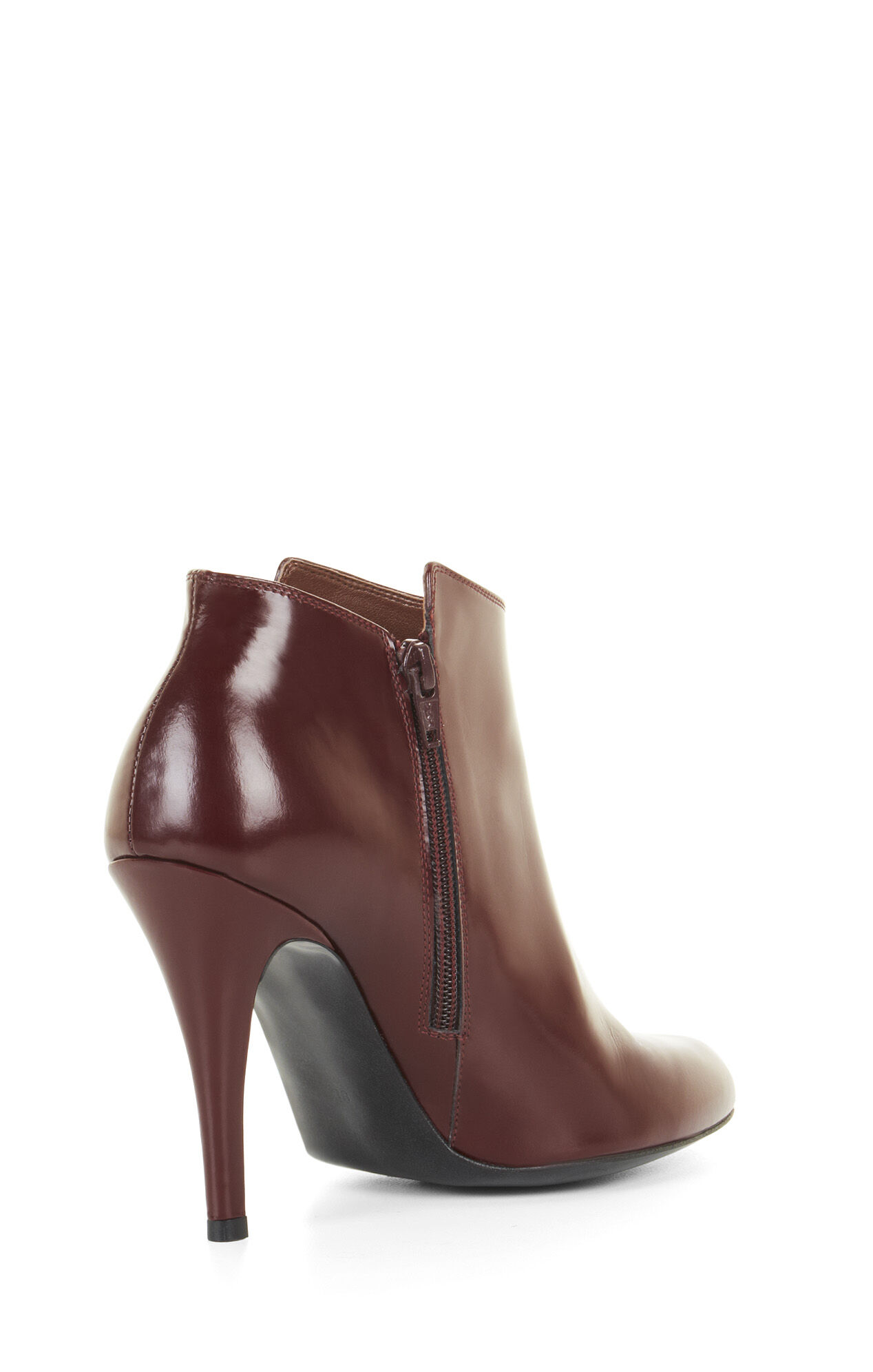 From peep-toe ankle booties to classic riding boots, Charlotte Russe has everything you need to look your hottest, even as the temps cool down. Show your fearless side in a pair of combat boots, or dress to impress in heeled pointed toe booties. With over-the-knee boots to platform booties, we have what you need—even on a budget.